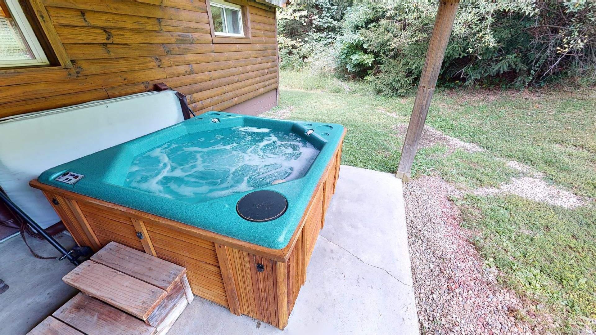 Bear Run Red Oak Hot tub