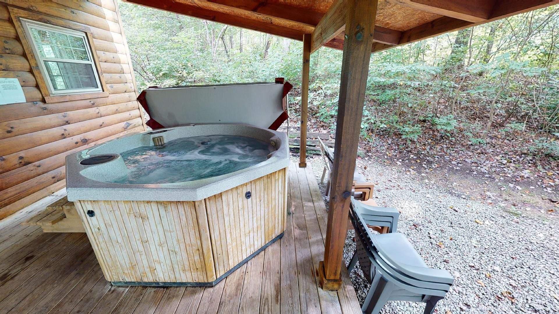 Bear Run Redbud Cabin Hot tub